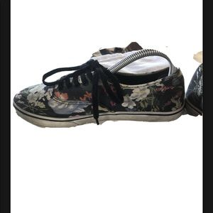 Vans off the wall floral lace up woman's 8
